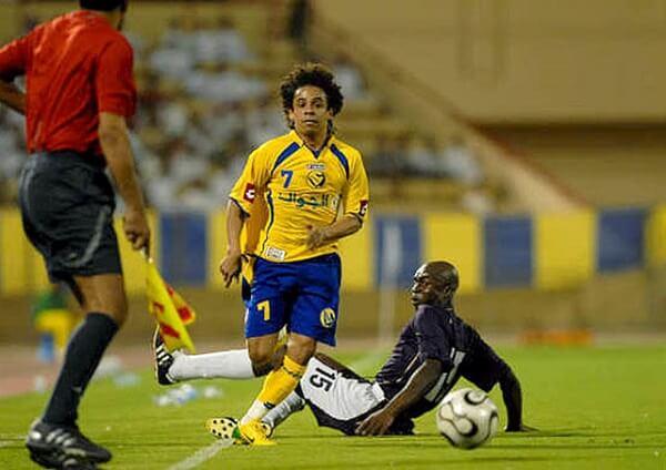 Élton José Xavier Gomes nổi bật với khả năng phá vỡ mọi hàng phòng thủ